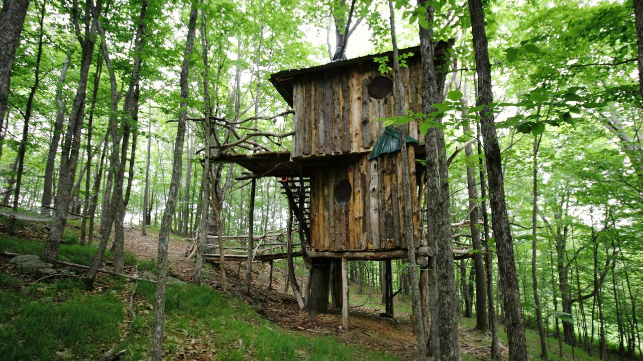 The Hermit Thrush Treehouse in West Pawlet, Vermont