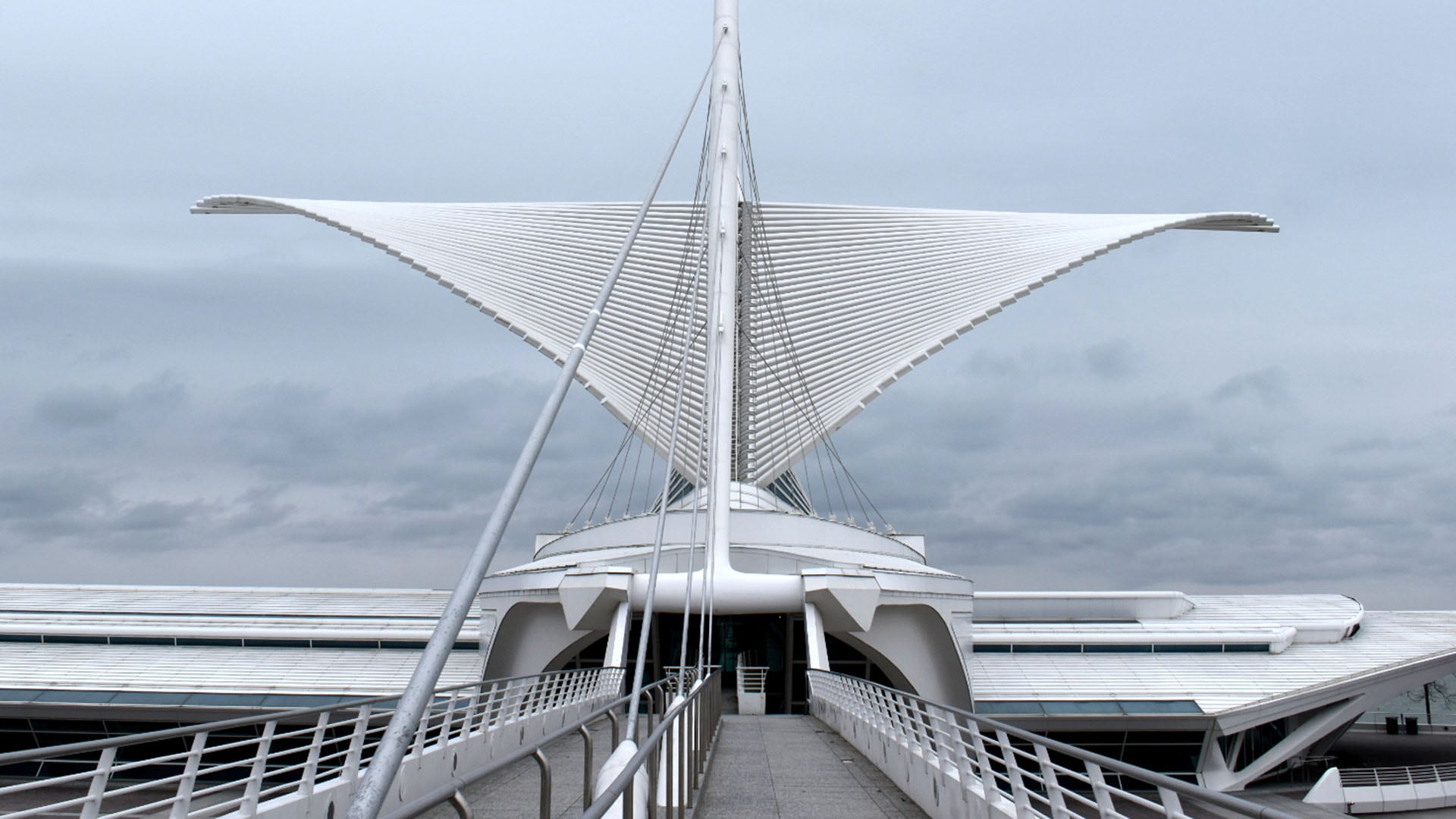 The Milwaukee Art Museum is designed to look like the prow of a ship, which is fitting because it sits on the shore of Lake Michigan.